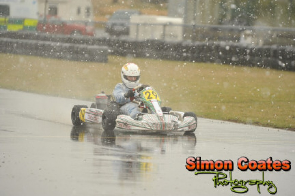 Awful weather puts an end to the opening round at Rissington